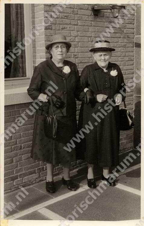 Links Janneske Wijkstra-Veenstra met Anna Catharina Rosema-Helmholt