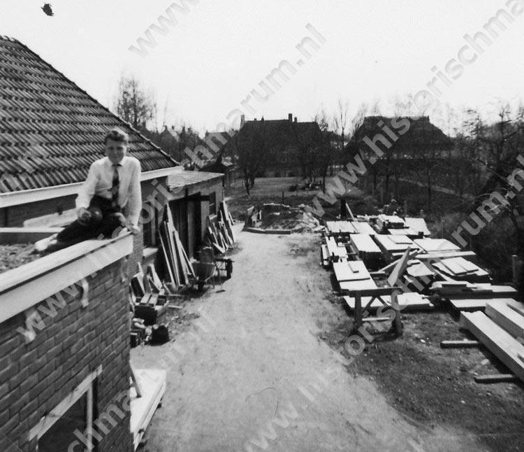 Jan Cuperus op het dak van Hoornweg 4.