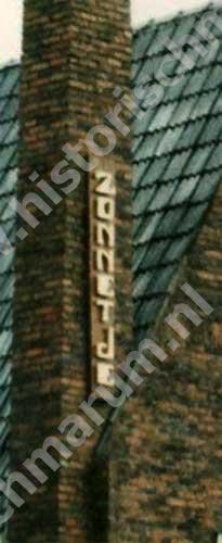 De naam op de schoorsteen