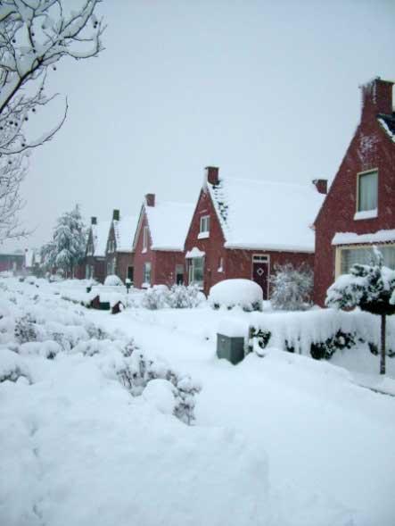Hoornweg in de sneeuw, uiterst rechts nummer 23.
