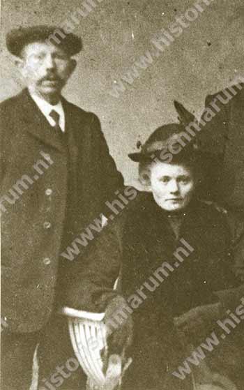 Antje de Vries-Bruining met haar eerste man Engbert Linker
