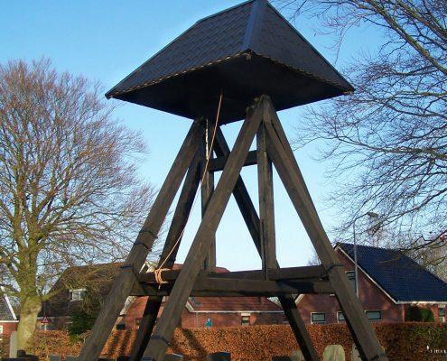 De klokkenstoel op de begraafplaats van De Wilp